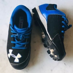 Hardly worn Under Armour Soccer Cleats Shoes 1Y